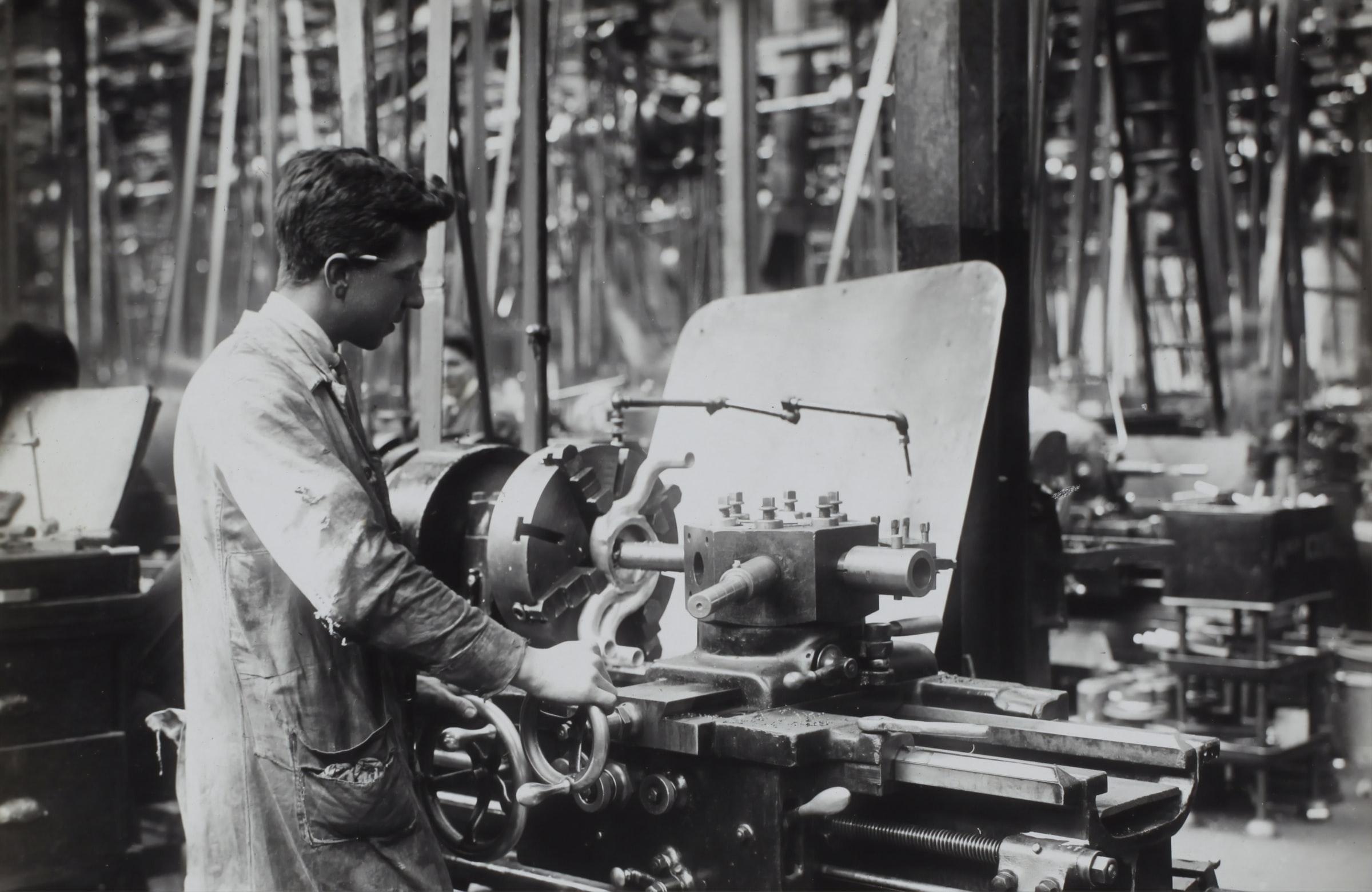 You are currently viewing Kolme tapaa, joilla koneseuranta tehostaa yrityksesi tuotantoa
